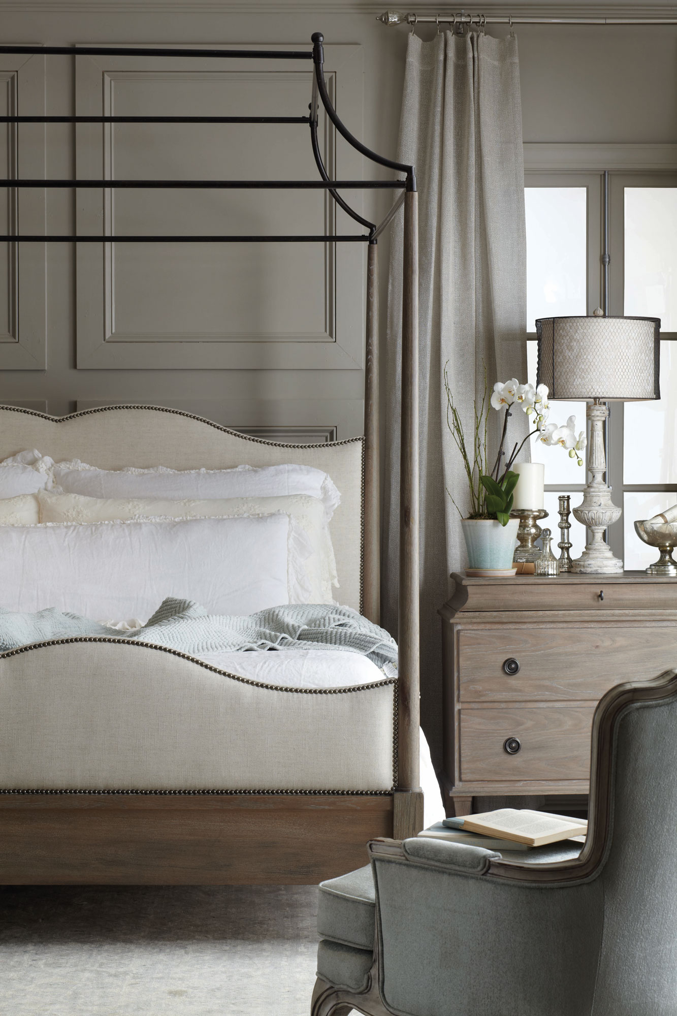 Auberge Canopy Bed And Chest Bedroom Bernhardt